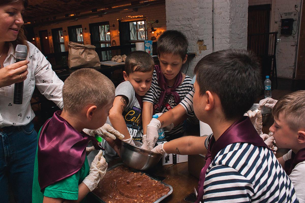 Благотворительный детский урок кулинарии для детей из Донецкой области на Городском рынке еды в Одессе. Кулинарные мастер-классы с Марией Каленской.