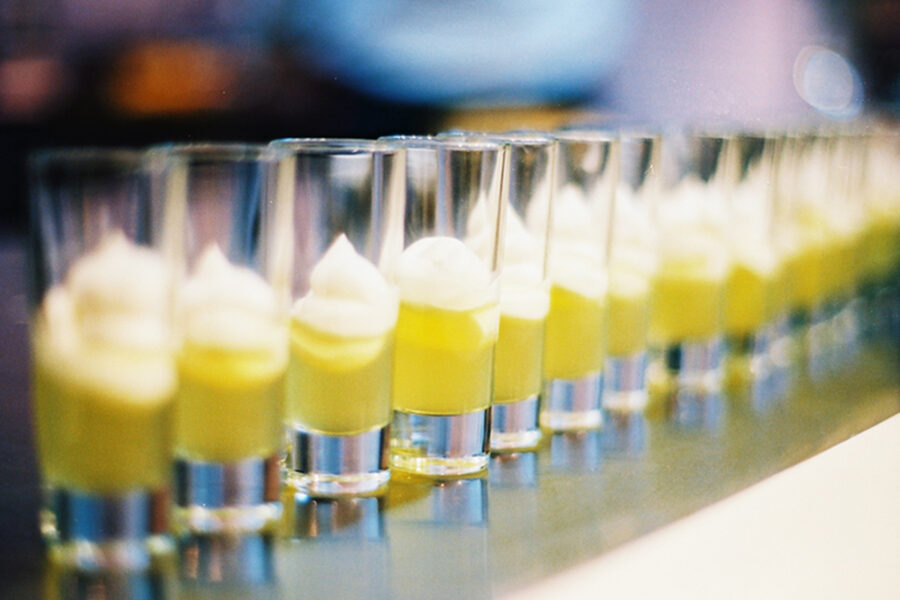 Лимончелло - лимонный ликер.