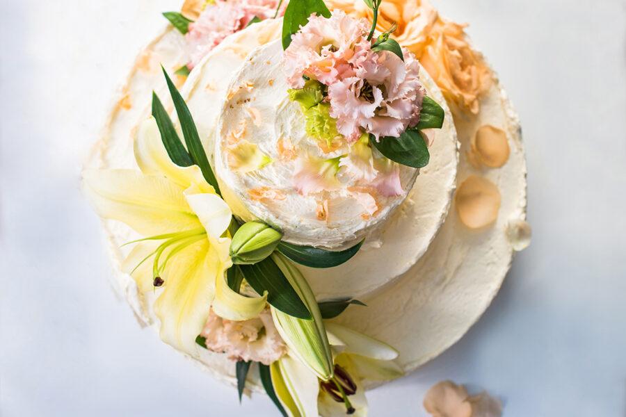 Лимонно-бузиновый торт со свадьбы Гарри и Меган