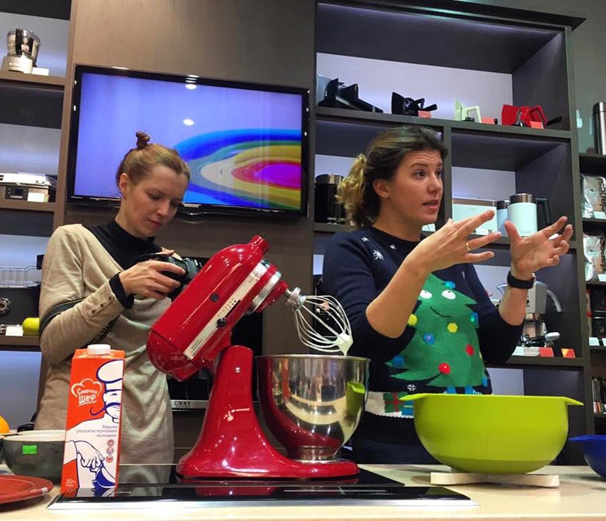 Рождественский торт Pavlova Christmas Wreath. Кулинарные мастер-классы в Одессе от кулинарного блогера Марии Каленской для сети магазинов Promenu.
