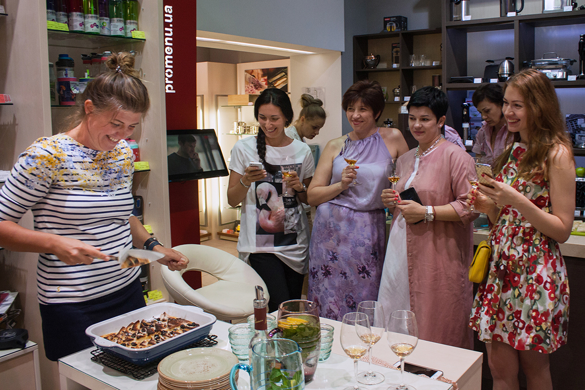 """Lesson """"Happiness is in Simple Things"""" at Promenu. Cooking class in """"My Friends"""" cooking school."""