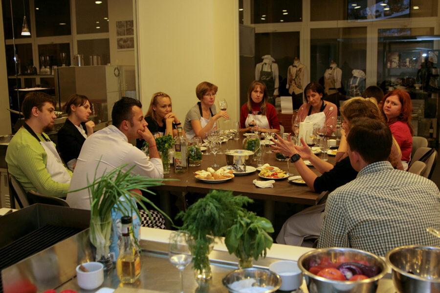 Кулинарный тимбилдинг для Marfin Bank в школе «Мои друзья». Курсы кулинарии в Одессе с шеф-поваром Александром Стефогло.