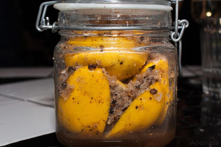 Соленые лимоны со специями
