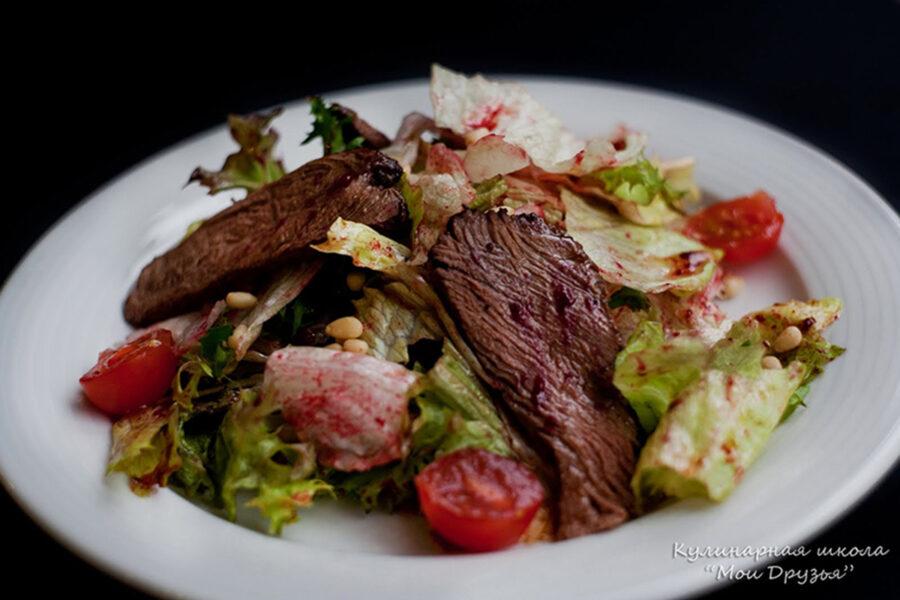 Салат микс с телятиной