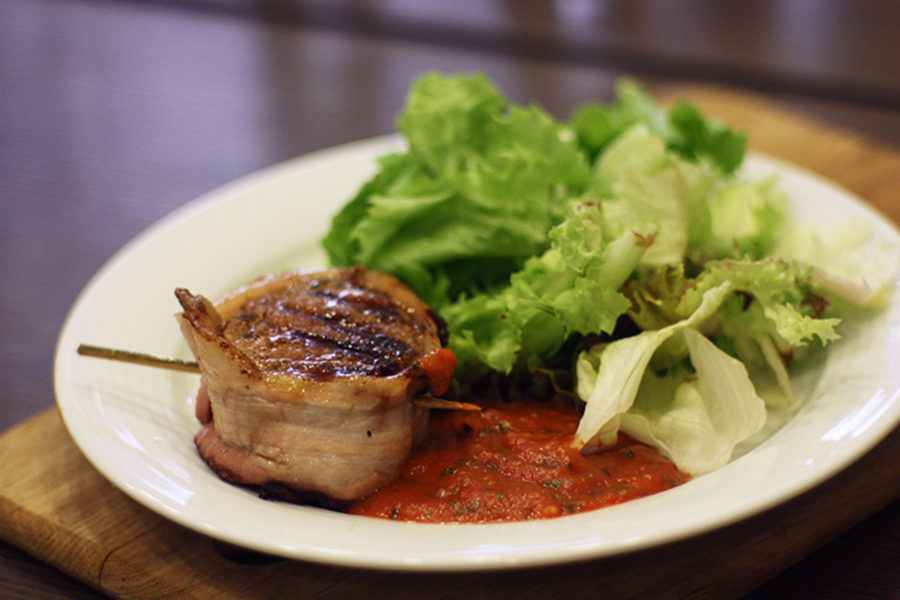 Bacon-wrapped fillet steak. Recipes and tips for easy cooking.