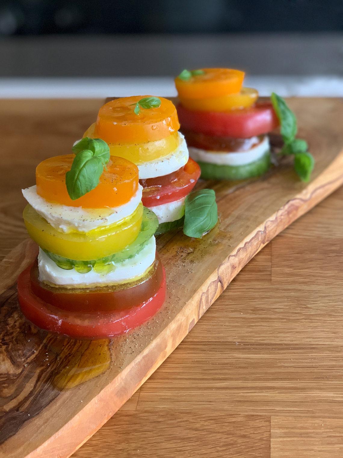 Мильфей из моцареллы и томатов. Сайт кулинарных рецептов Марии Каленской.