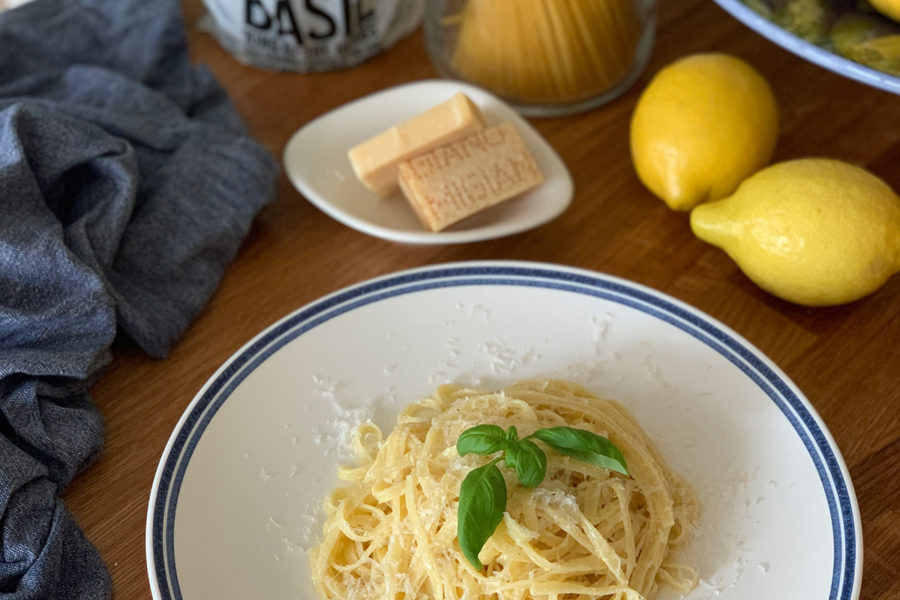 Lemon spaghetti. Delicious recipes from famous chefs.