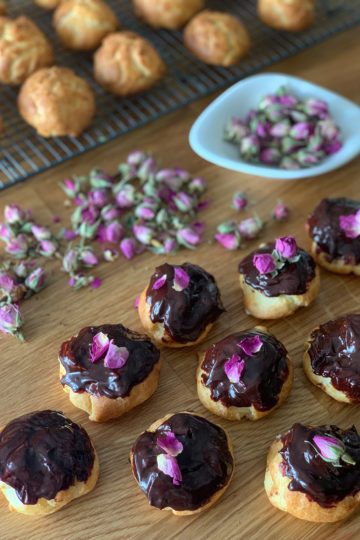 Odessa chocolate-glazed éclairs. Cooking at home with step-by-step recipes.