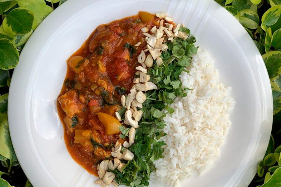 Thai yellow chicken curry by Andrei Velichko. Cooking at home with step-by-step recipes.