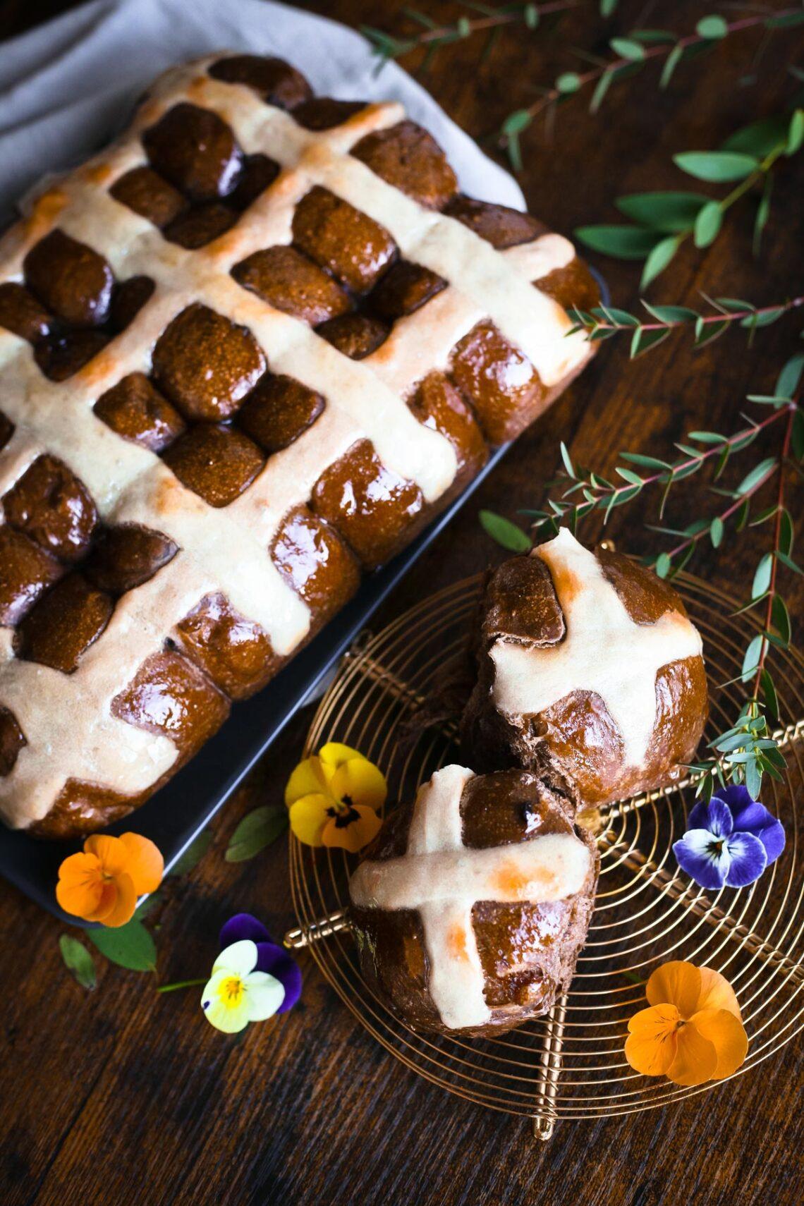 Шоколадные кросс баны на закваске пекаря Mykola Nevrev на сайте кулинарии фуд-блогера Марии Каленской