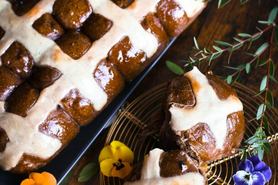 Chocolate cross buns by Mykola Nevrev on the best culinary blog for cooking at home.